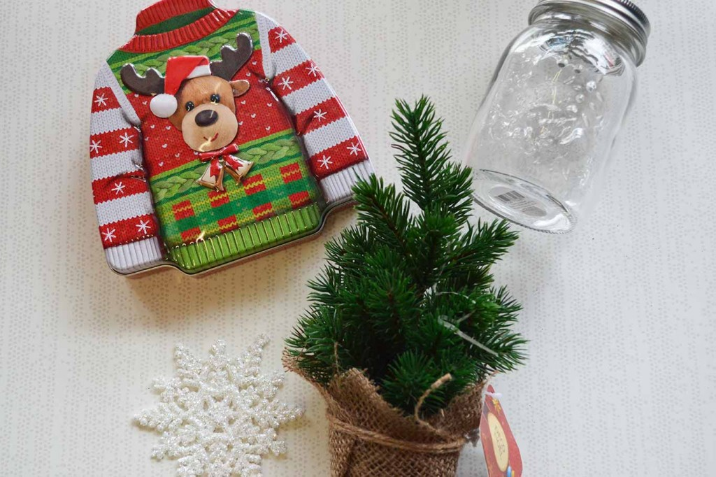 Christmas gift basket themes